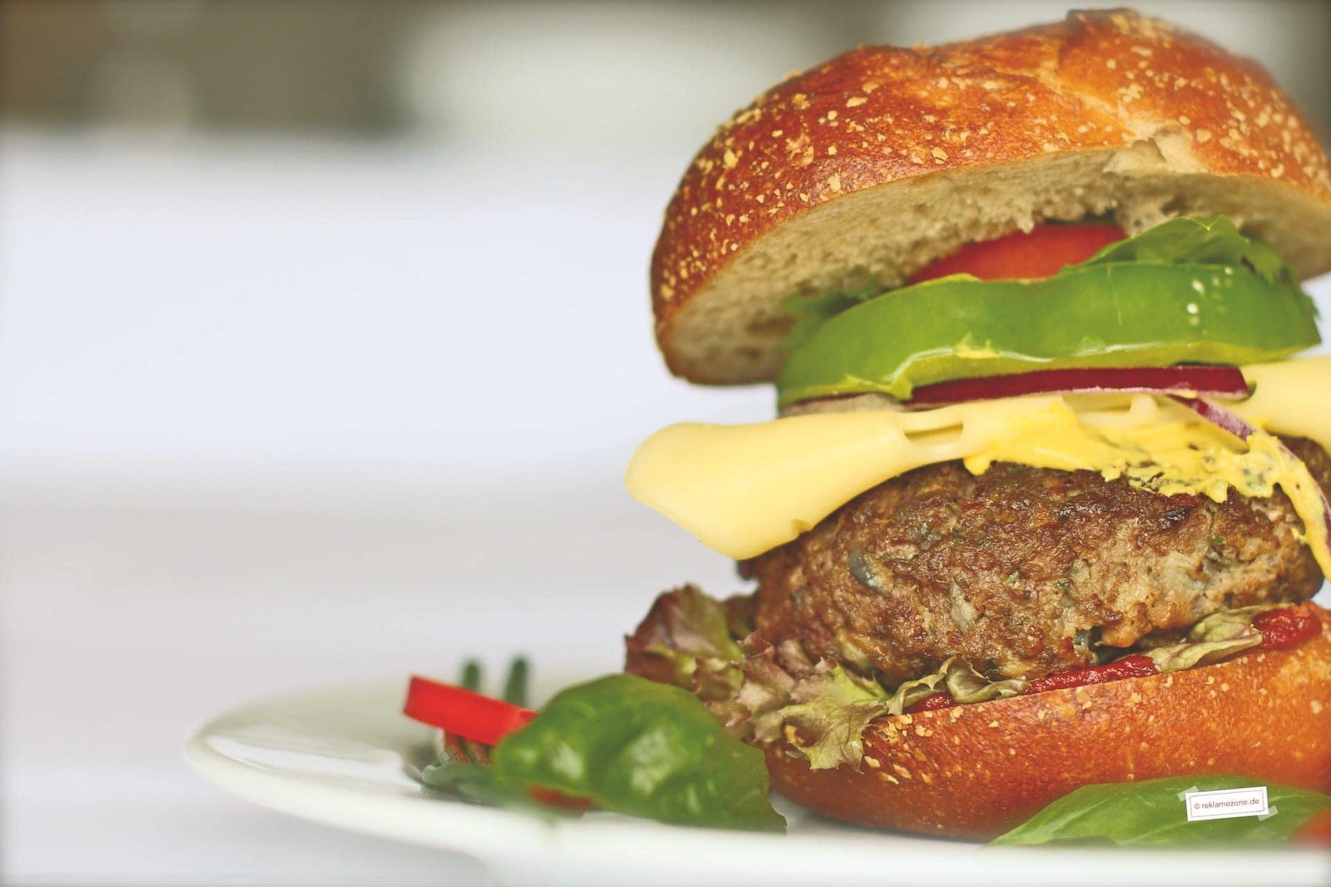 Burger selbstgemacht. Foto: reklamezone.de