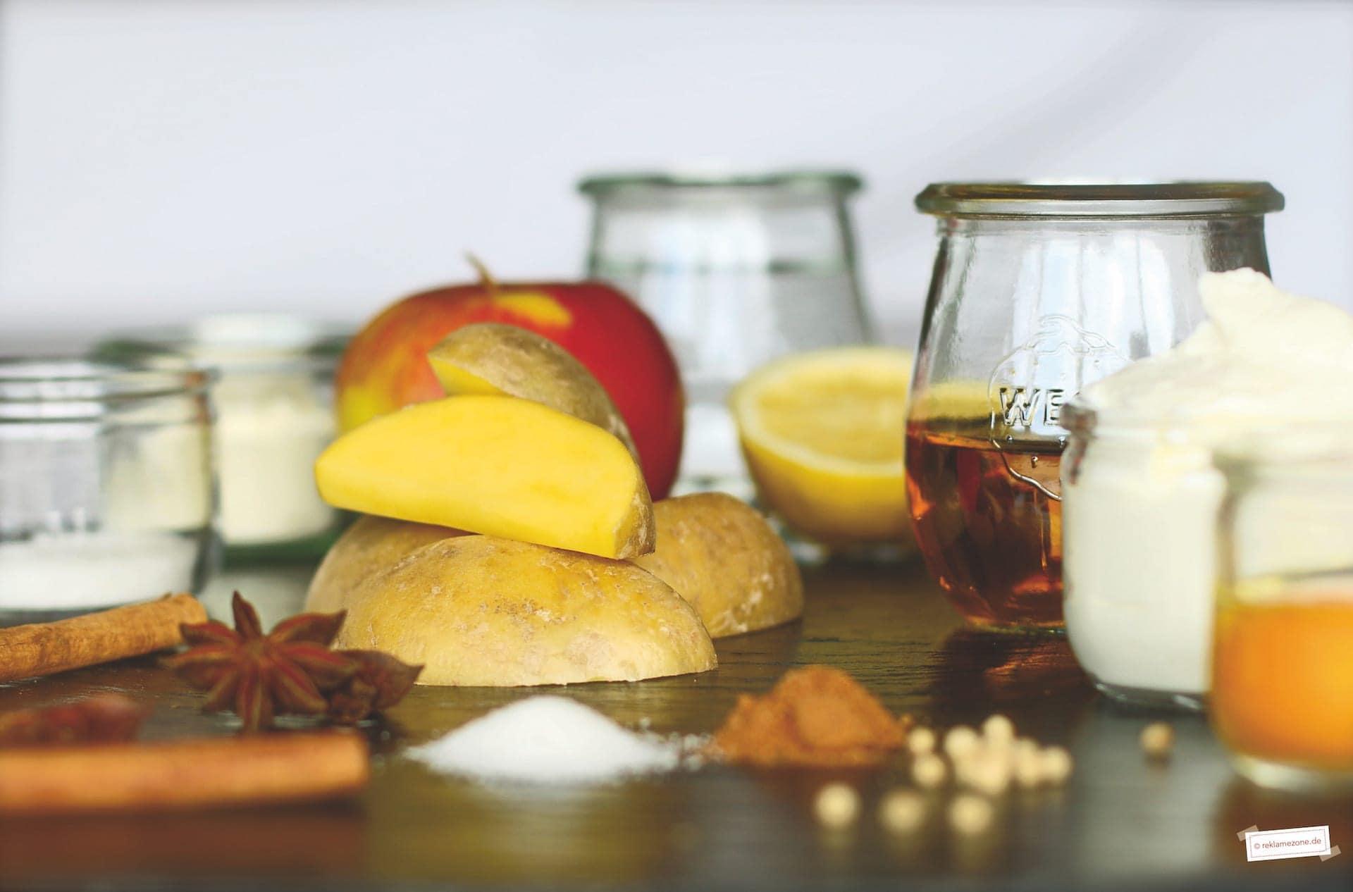 Geheirade mit selbstgemachtem Apfelmus - Foto: reklamezone.de