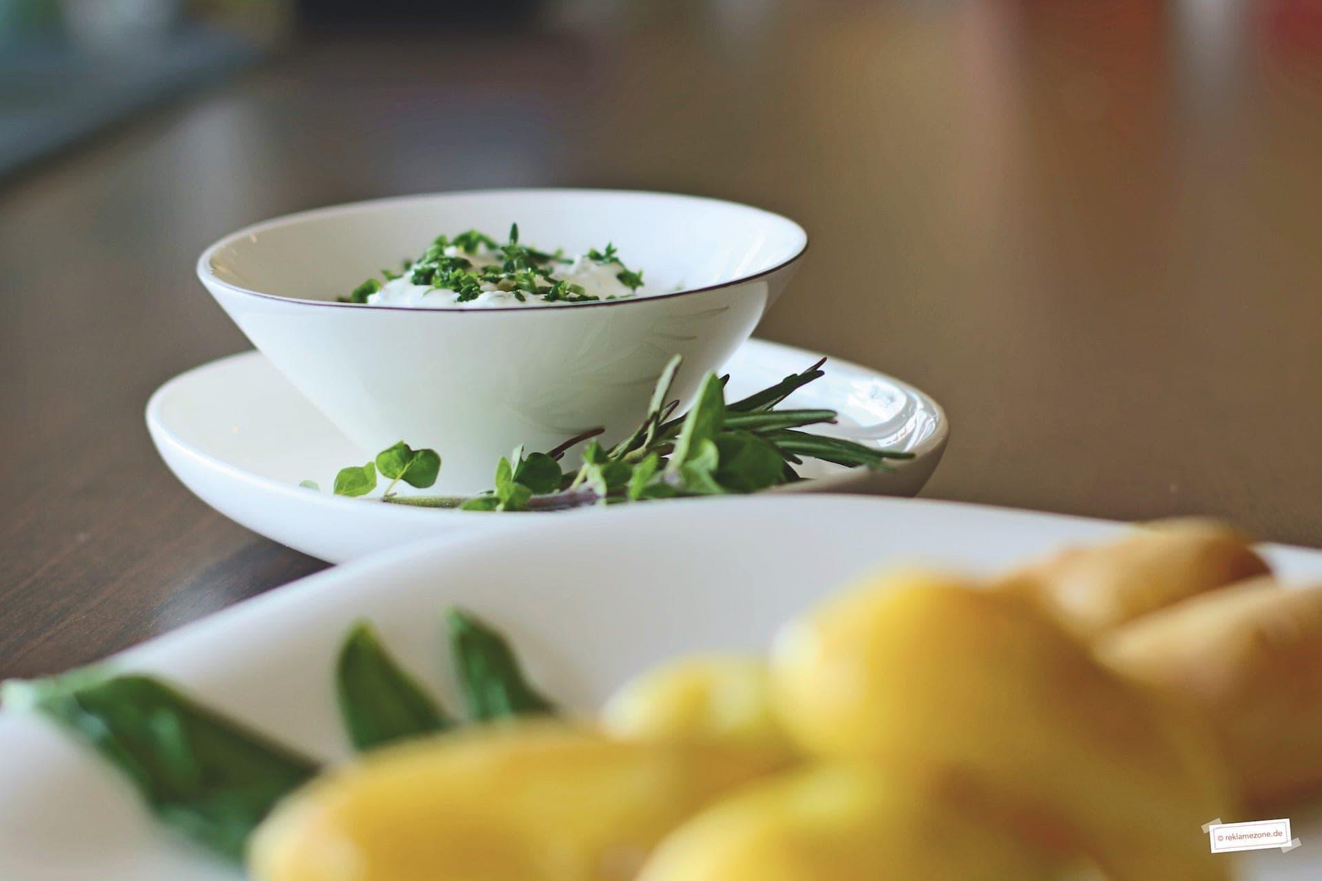 Kartoffelgerichte, Pellkartoffeln mit Kräuterquark - Foto: reklamezone.de