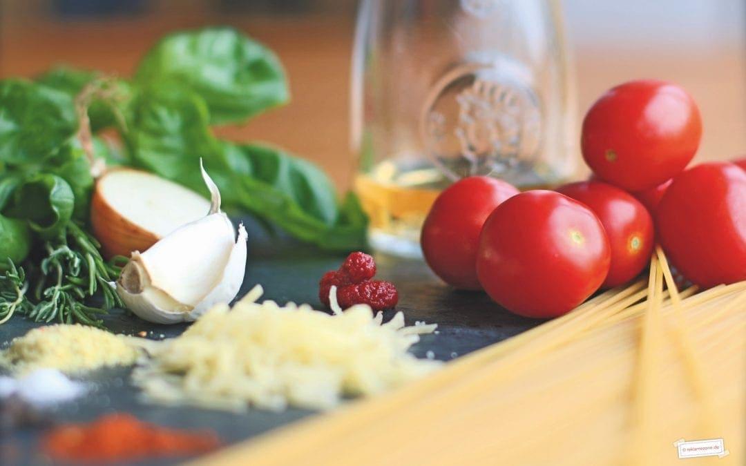 Nudeln mit selbstgemachter Tomatensoße