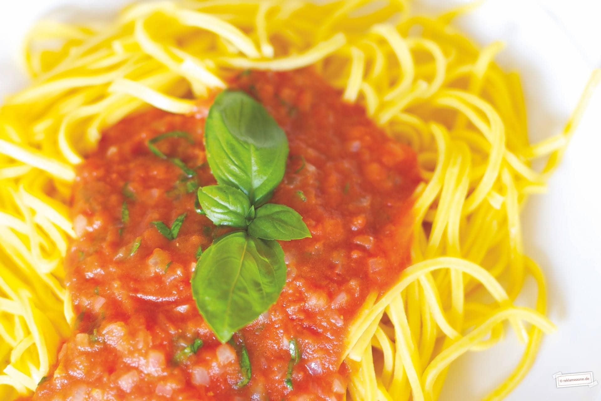 Nudeln mit Tomatensoße - Foto: reklamezone.de