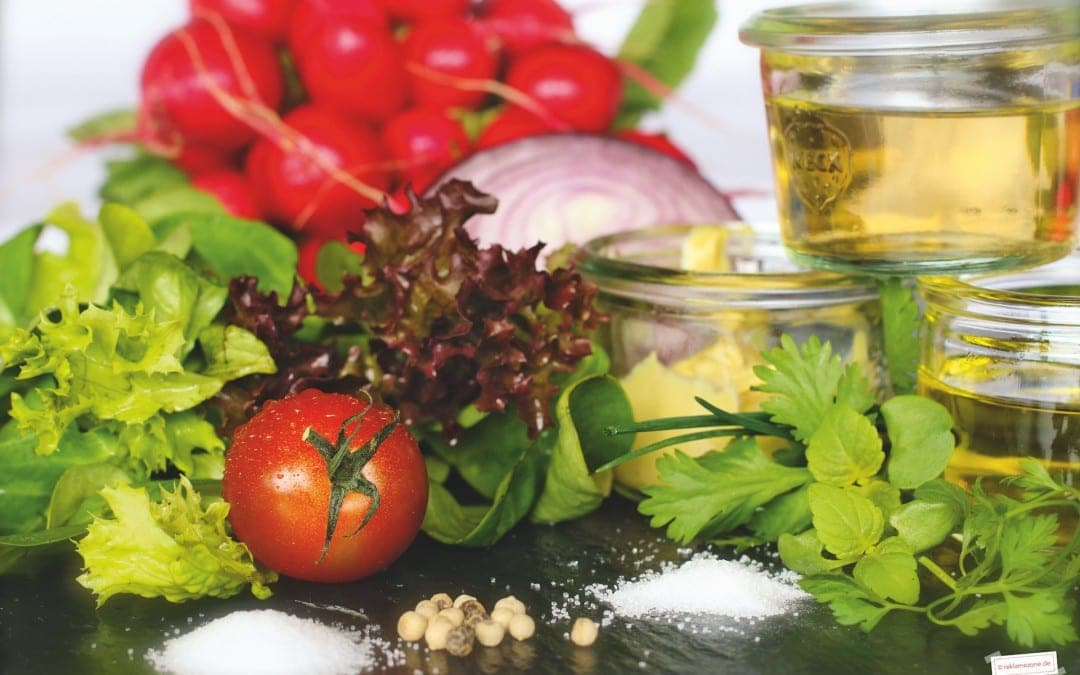 Salat mit Dressing, selbstgemacht