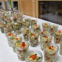 Kreis und Kreissparkasse übergaben 150 Kochbücher an EWA-Schulen